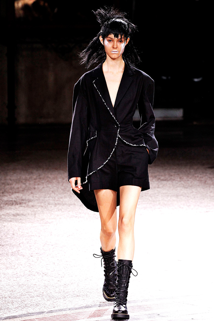 Yohji Yamamoto Paris RTW  Spring Summer 2017 September/October 2016