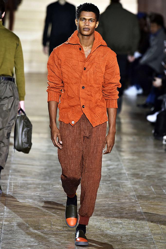Issey Miyake Paris Menswear Fall Winter 2017 - January 2017