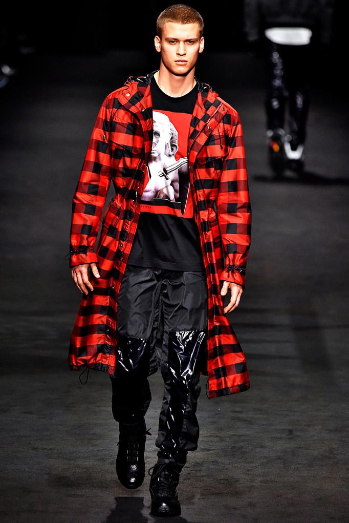 Versace Milan Menswear Fall Winter 2017 January 2017