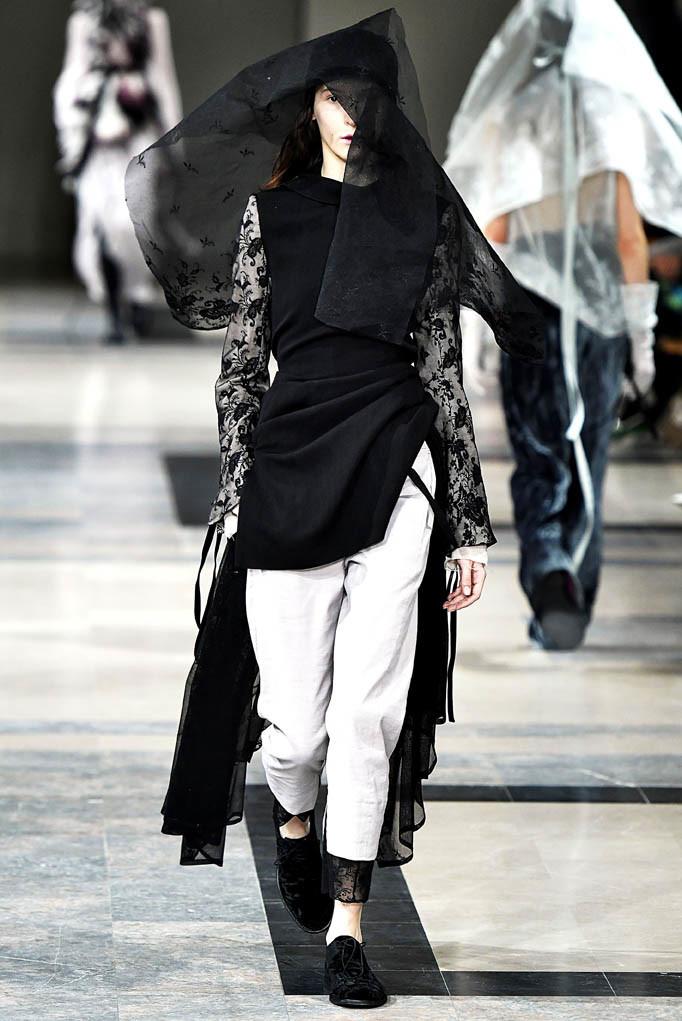 Ann Demeulemeester Paris Womenswear Fall Winter 2017 Paris March 2017