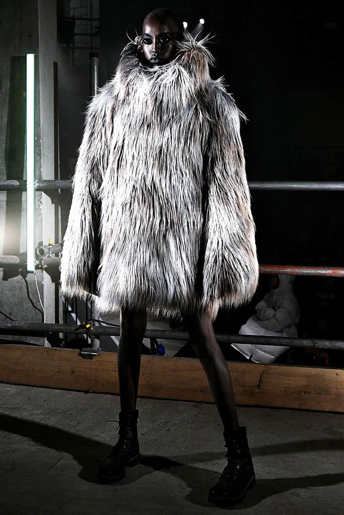 Gareth Pugh London Womenswear Fall Winter 17 London February 2017