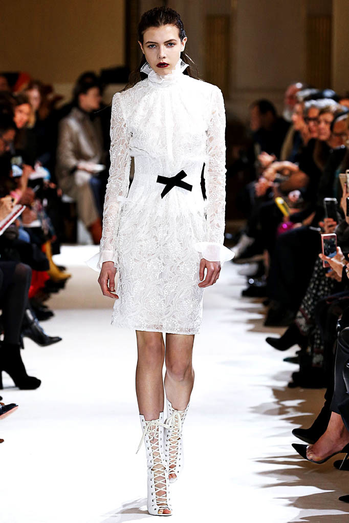 Giambattista Valli Paris Womenswear Fall Winter 2017  Paris March 2017