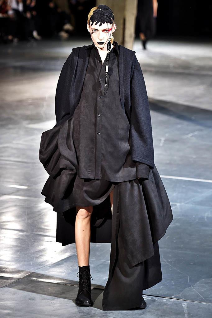 Yohji Yamamoto Paris Womenswear Fall Winter 2017  Paris March 2017