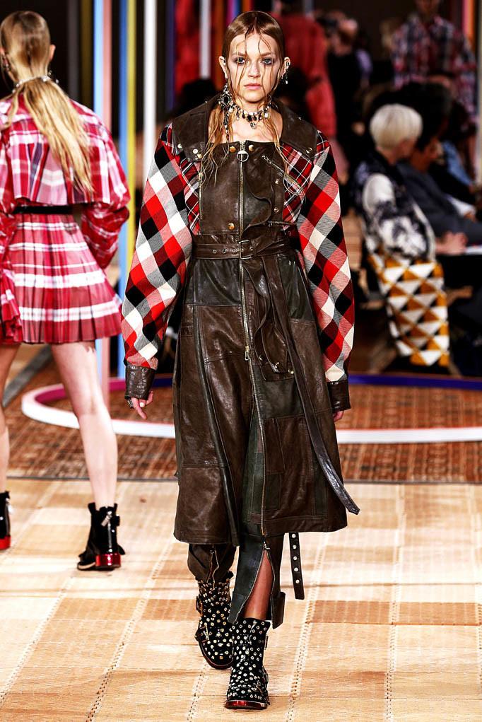 Alexander McQueen Paris Fashion Week Spring Summer 2018 Paris September/October 2017