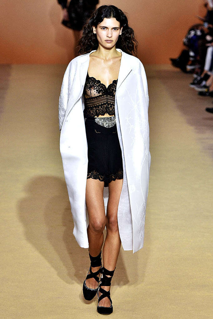 Shiatzy_Chen Paris Fashion Week Spring Summer 2018 Paris Sept-Oct 2017
