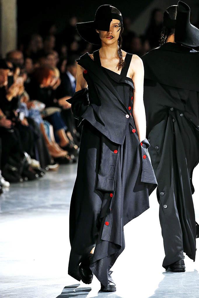 Yohji Yamamoto Paris Fashion Week Spring Summer 2018 Paris September/October 2017
